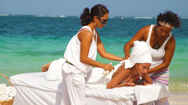 Masajes a orillas del mar caribe con profesionales a cuatro manos